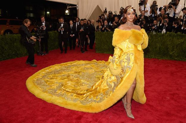No te pierdas los Mejores Memes de la Gala Met, Rihanna sale muy mal parada