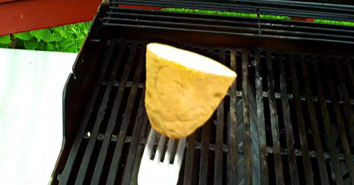 Engrasar grill con patata