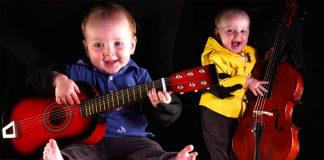 Este bebe musico te sacara una enorme sonrisa