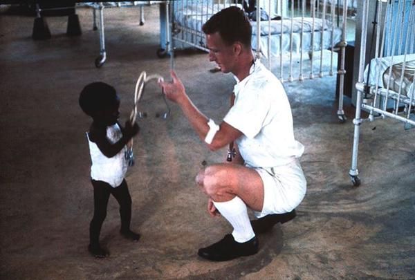 el bebe negro con la piel mas oscura del mundo