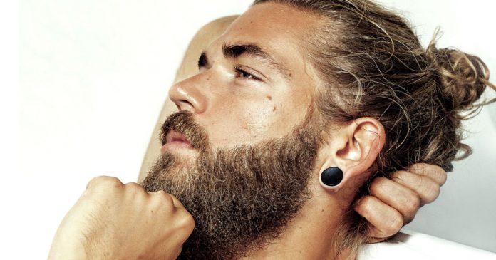 hombres barba y coleta