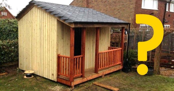 Parece una simple cabana pero nunca adivinaras lo que hay dentro banner