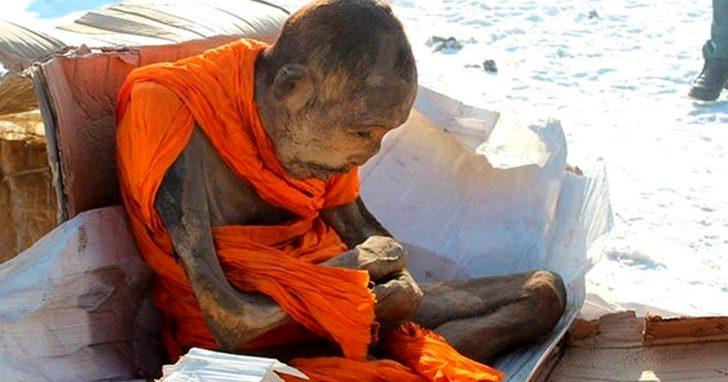 ¡Increíble! Encuentran un Monje momificado de 200 años que todavía sigue vivo