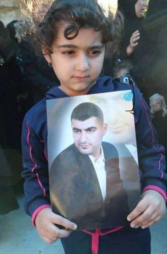 Un padre aborda a un terrorista suicida para salvar cientos de personas, costándole la vida