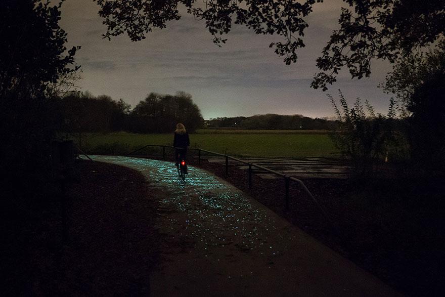 """Han creado un impresionante Carril Bici Solar inspirado en """"La Noche Estrellada"""" de Van Gogh"""