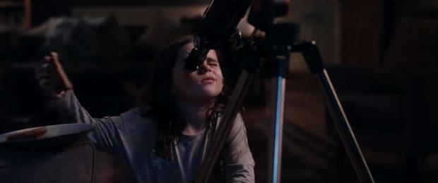 """""""El Hombre en La Luna"""" el Vídeo que ha hecho llorar a millones de Personas en todo el Mundo"""