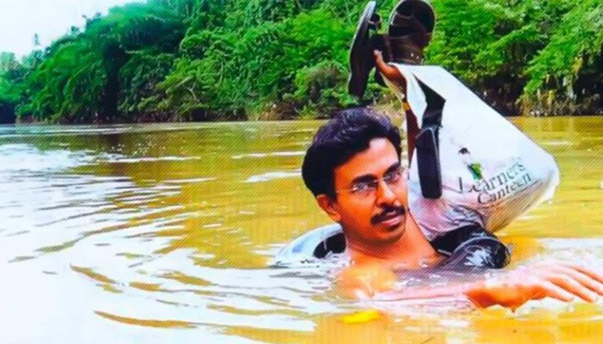 Este profesor cruza nadando un rio todos los dias para dar clase 06