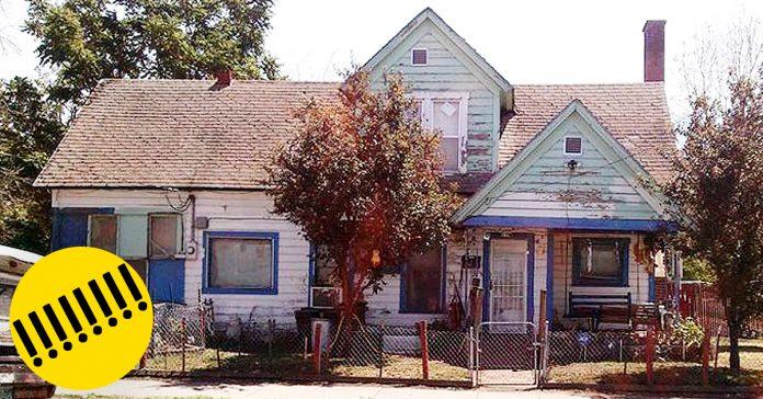 Adolescentes burlandose casa anciano banner