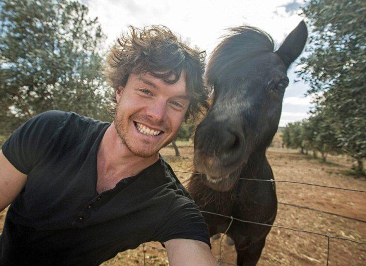El Hombre que susurraba a los animales: ¡Su maestría con las Selfies le ha hecho Famoso en Internet!
