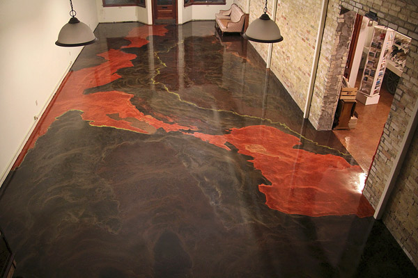 Vertieron este extraño líquido en el suelo y el resultado fue ESPECTACULAR