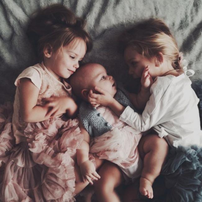 20 Imagenes que muestran felicidad entre hermanos 06