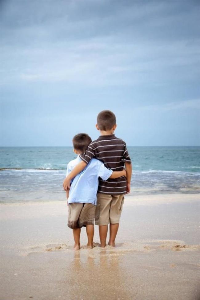 20 Imagenes que muestran felicidad entre hermanos 08
