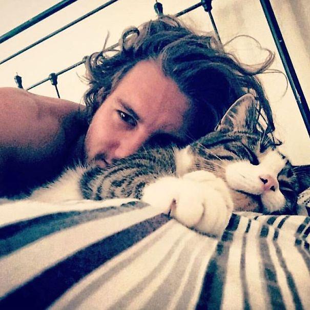 Chicos Sexys con gatitos es todo lo que necesitas ahora miauismo 04