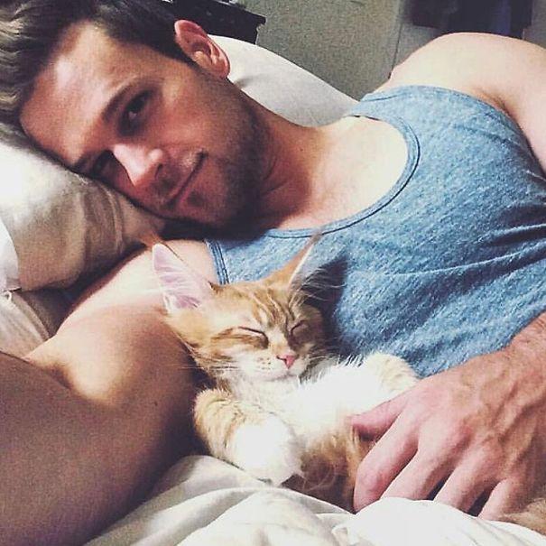 Chicos Sexys con gatitos es todo lo que necesitas ahora miauismo 05
