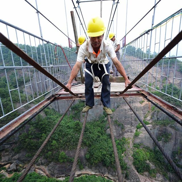 El puente de cristal mas largo del mundo 01