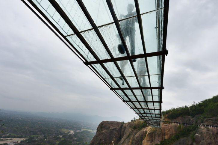 El puente de cristal mas largo del mundo 03