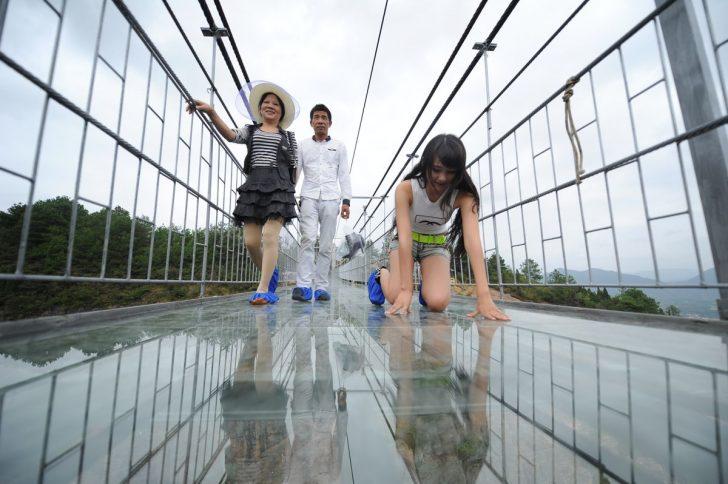 El puente de cristal mas largo del mundo 05