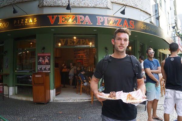 viaja alrededor de todo el mundo con su pizza 02