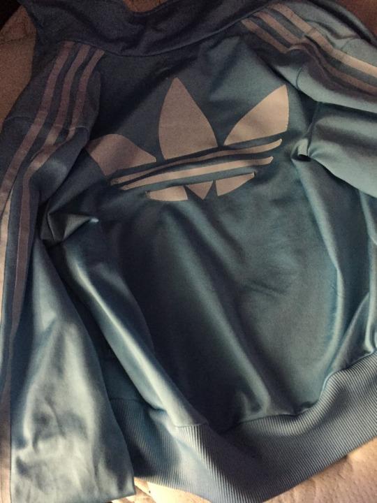 color chaqueta blanca azul marron negra 02