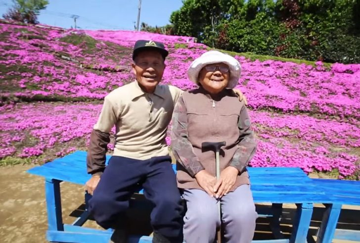 marido planta jardin flores mujer ciega kuroki japon 01