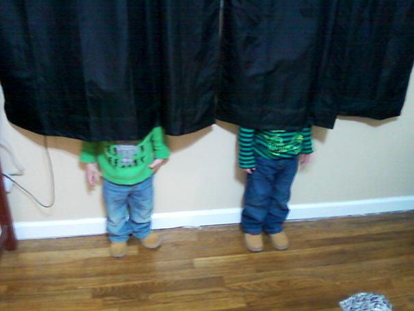 20 ninos que son maestros del escondite 12