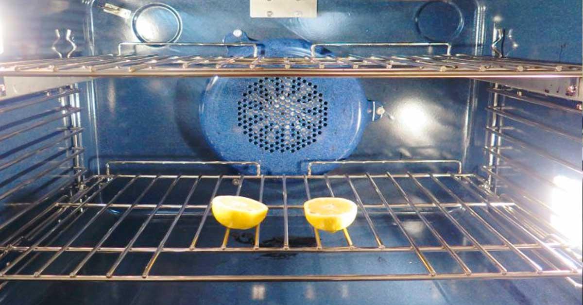 Corta un limon y pon las dos mitades en el Horno banner