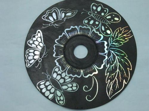 Ella pinta sus viejos CDs con pintura Negra Minutos despues el resultado es impresionante 06