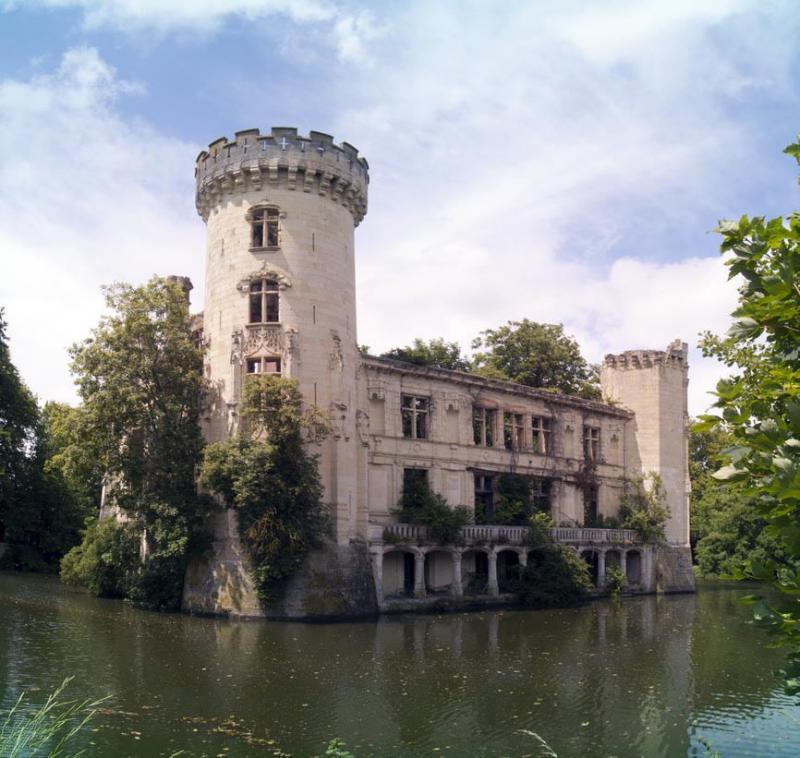 Este Castillo olvidado fue abandonado despues de un terrible incendio en 1932 05