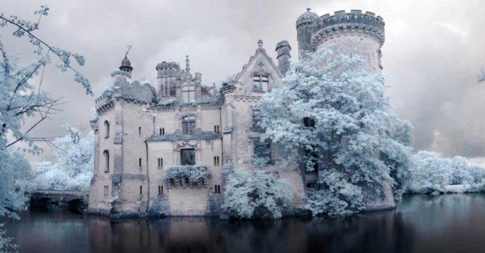 Este Castillo olvidado fue abandonado despues de un terrible incendio en 1932 banner