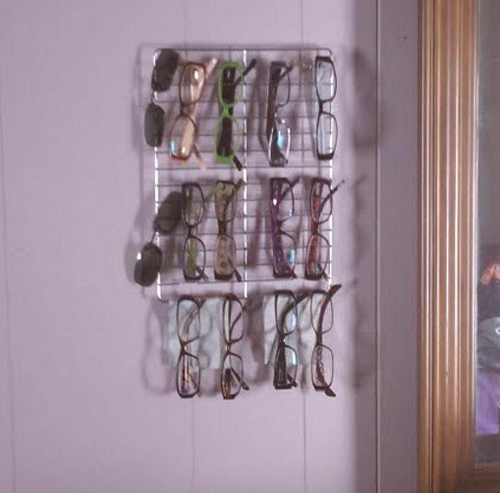 Esta mujer compró un par de rejillas y las usa de una manera que nunca imaginarás