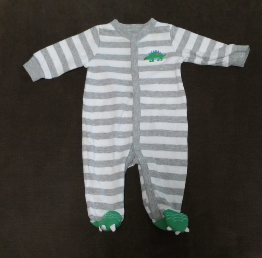 A su bebe se le quedo pequeno el Pijama 01