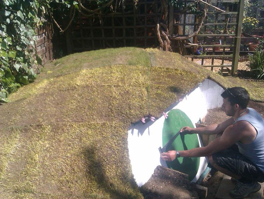 Este chico decidio comenzar un nuevo proyecto en su jardin 06