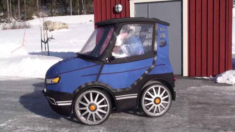 Parece un coche en miniatura 01