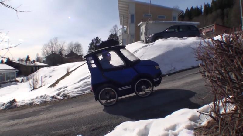 Parece un coche en miniatura 07
