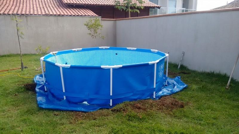 Un Hombre se viraliza al no poder permitirse tener su propia piscina