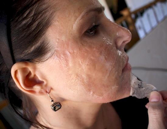 2 Ingredientes que hay que dejar que se sequen en la cara para deshacerse de todos los puntos negros