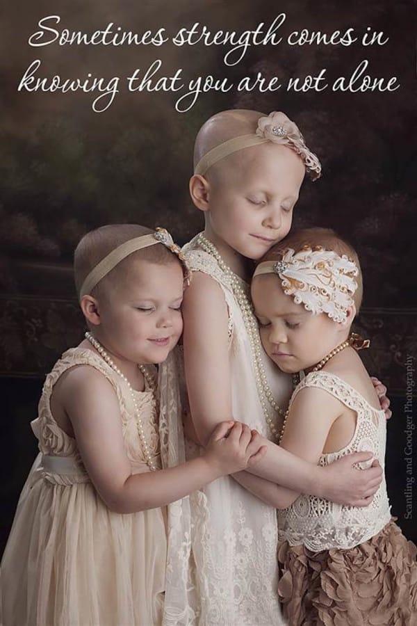 Tres pequeñas reunidas en una foto contra el cáncer se hace rápidamente viral