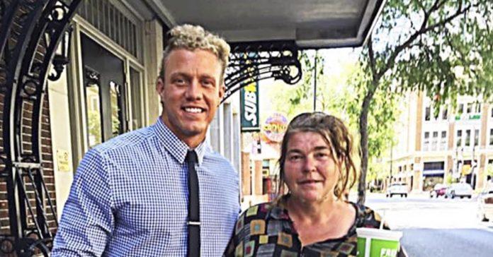 Cada dia un ejecutivo veia a esta mujer sin hogar... Luego descubrio la historia detras de ella 06 1