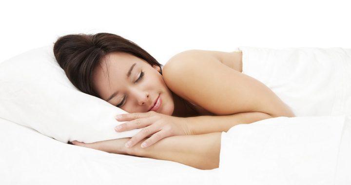 8 Razones que harán replantearse a cualquier persona dormir sin ropa por las noches
