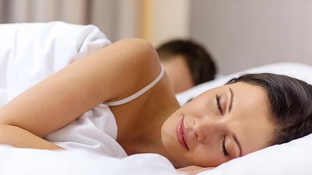 Dormir con temperatura baja o aire acondicionado es beneficioso para nuestra salud