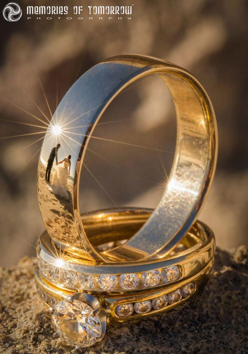 Saco una fotografia de los anillos de boda de una pareja 01