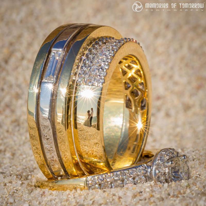 Saco una fotografia de los anillos de boda de una pareja 03