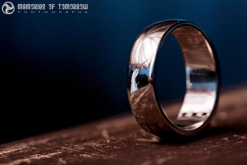 Saco una fotografia de los anillos de boda de una pareja 07