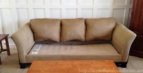 Su sofa estaba demasiado viejo y deformado 06