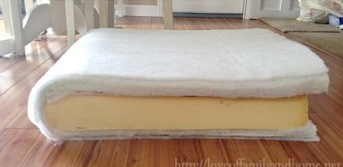 Su sofa estaba demasiado viejo y deformado 09