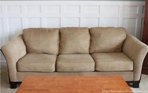 Su sofa estaba demasiado viejo y deformado 11