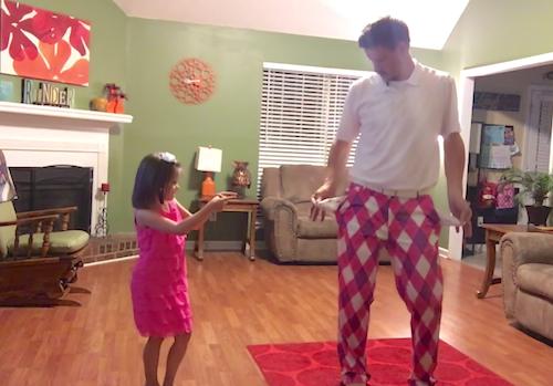 Un padre se viraliza al quedarse solo en casa con su hija