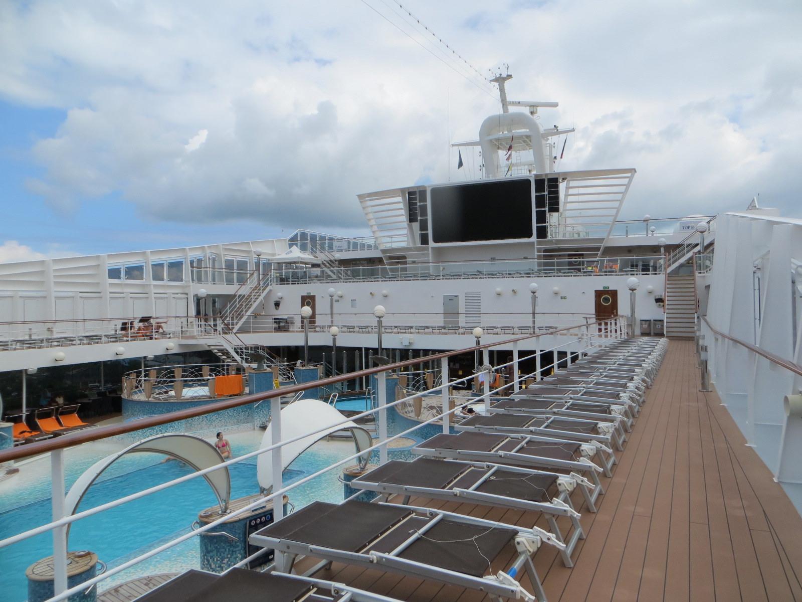 Una anciana despierta la curiosidad de las redes al viajar siempre sola en los cruceros