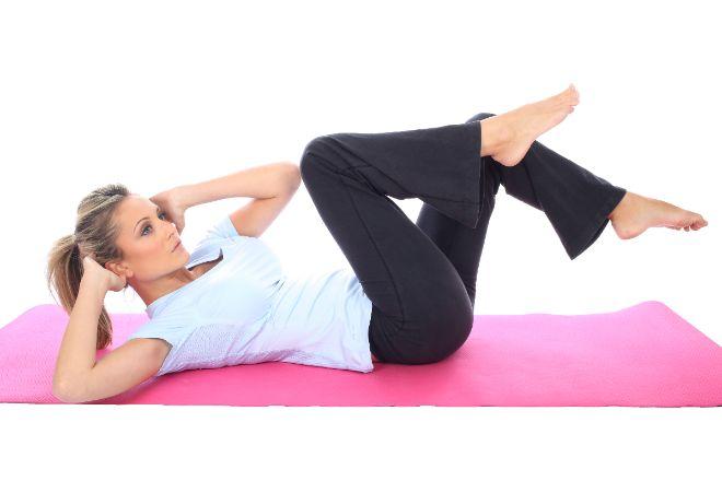 5 ejercicios increíblemente fáciles para eliminar la grasa de tus michelines