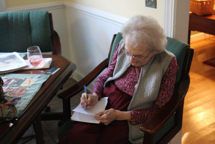 Anciana de 83 anos escribe una carta entranable a su amiga 02